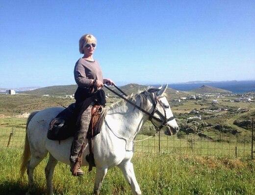 Ιππασία στην Τήνο με την Μαντώ