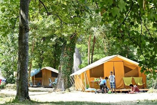 Κάνουμε camping στο κέντρο του Παρισιού