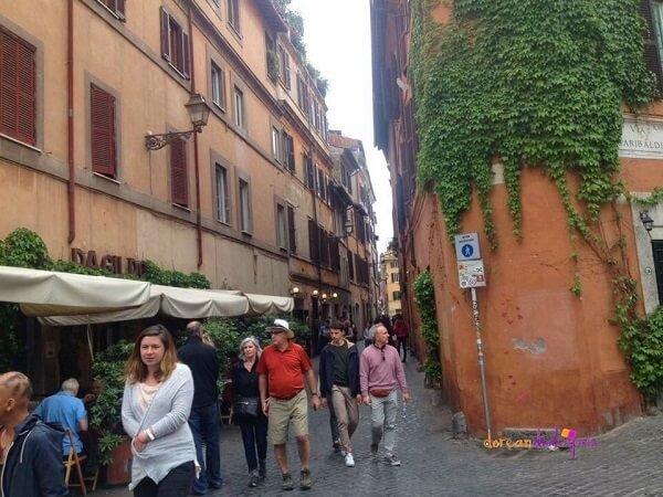 Νέα τσουχτερά πρόστιμα για τους τουρίστες στην Ρώμη | Δες τι απαγορεύεται